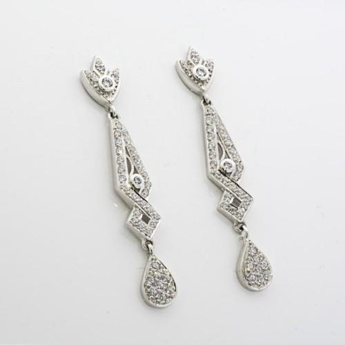 Pendientes de novia en oro blanco estilo romántico y de gran longitud